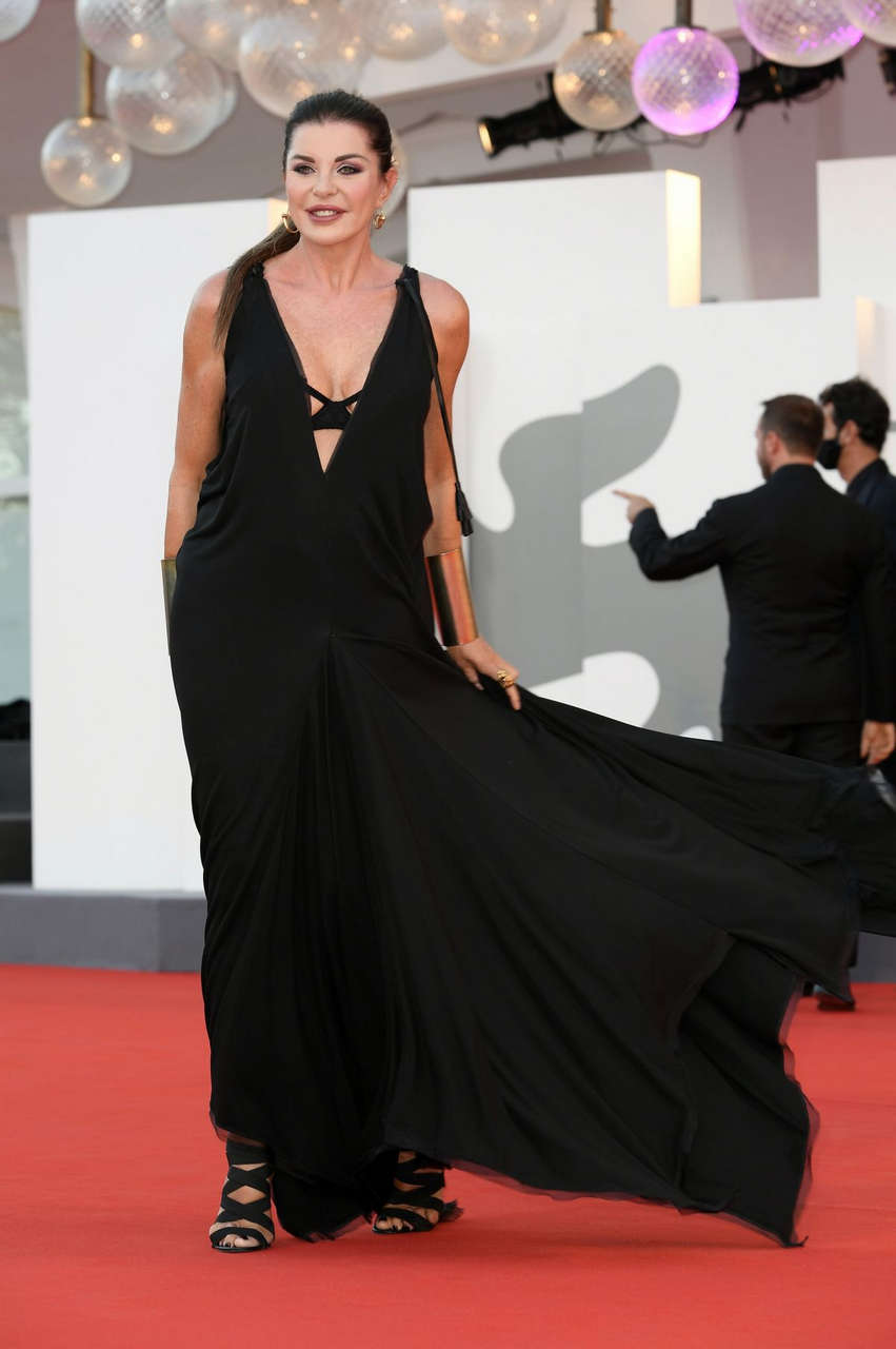 Alba Parietti Nomadland Premiere 77th Venice Film Festival