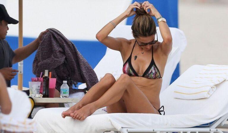 Alessandra Ambrosio Bikini Beach Miami (14 photos)