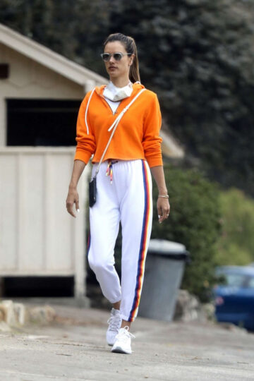 Alessandra Ambrosio Out Hiking Pacifis Palisades