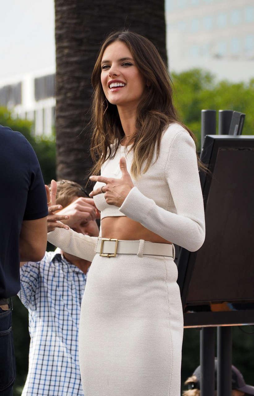 Alessandra Ambrosio Set Extra Los Angeles