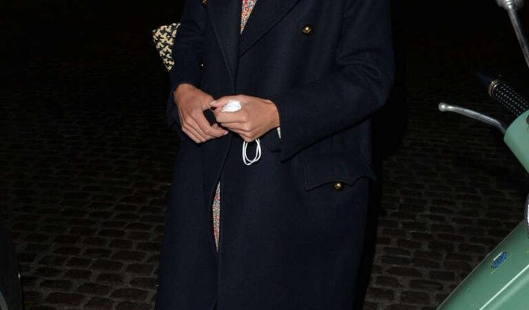 Alexa Chung Leaves Chiltern Firehouse London (4 photos)
