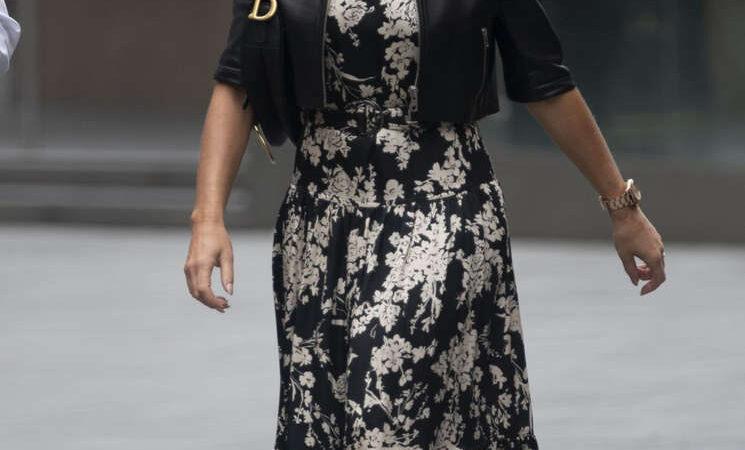 Amanda Holden Arrives Global Radio London (10 photos)