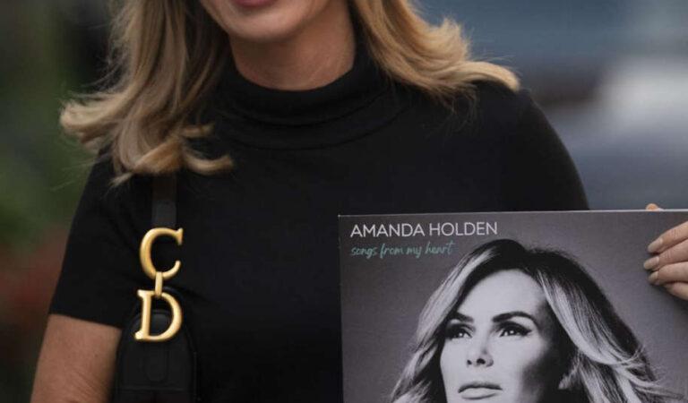 Amanda Holden Leaves Global Radio London (10 photos)