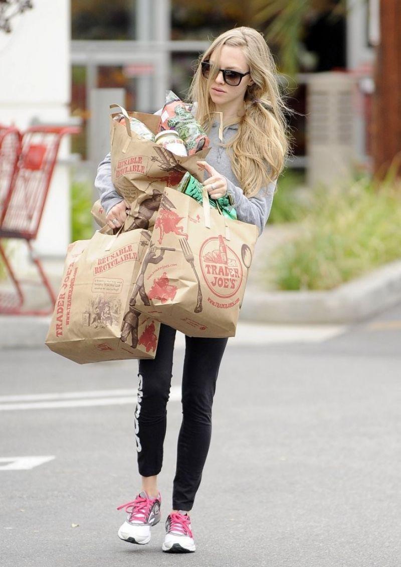 Amanda Seyfried Shopping Trader Joes Los Angeles