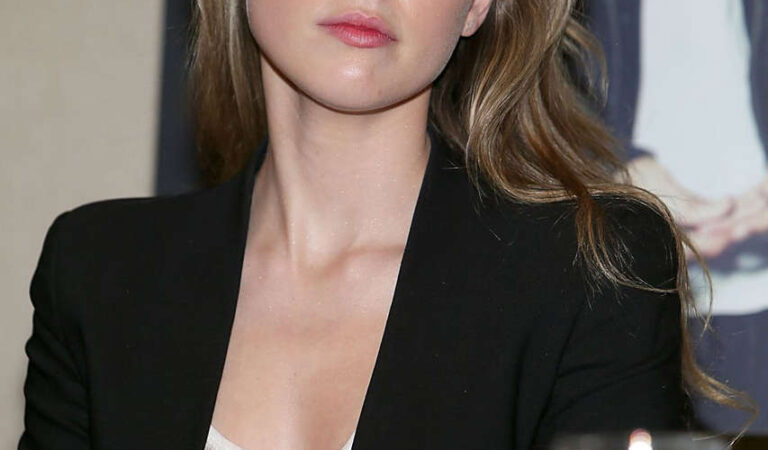 Amber Heard 2014 Texas Film Awards Press Conference Austin (6 photos)