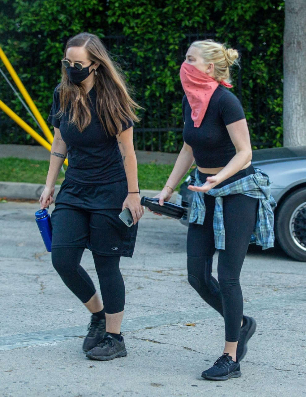 Amber Heard Out Hiking With Friend Griffith Park Los Angeles