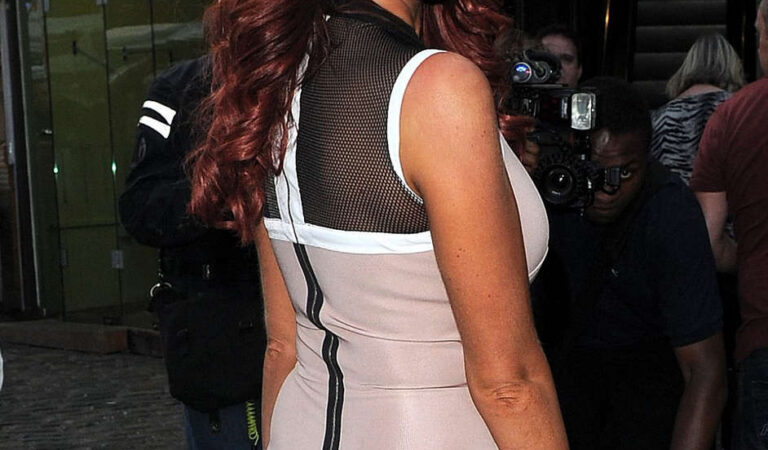 Amy Childs Prive Blue Champagne Party London (21 photos)