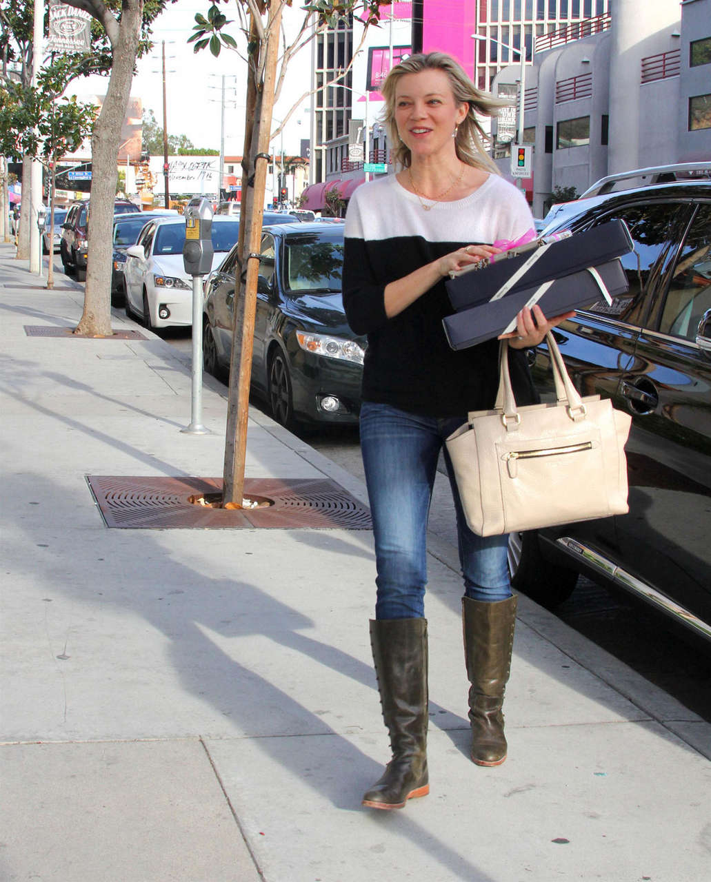 Amy Smart Leaves Fedex Office West Hollywood