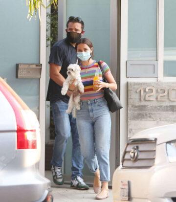 Ana De Armas Ben Affleck Out With Their Dog Venice Beach