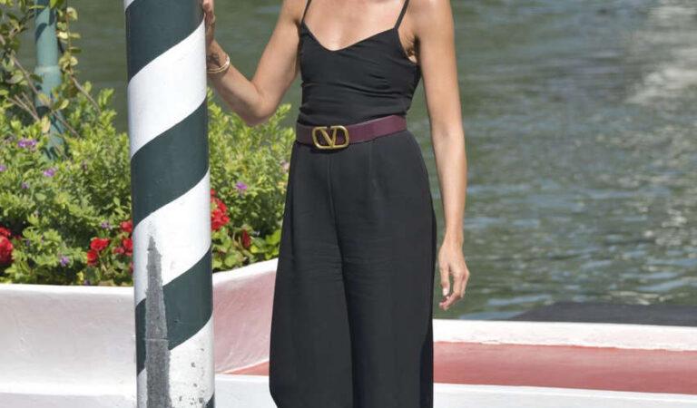 Anna Foglietta Arrives Hotel Excelsior Venice (9 photos)