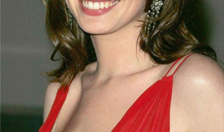 Anne Hathaway (4 photos)