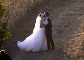 Anne Hathaway Adam Shulman Get Married Private Residence Big Sur California