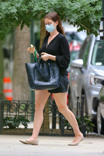 Anne Hathaway Out About New York