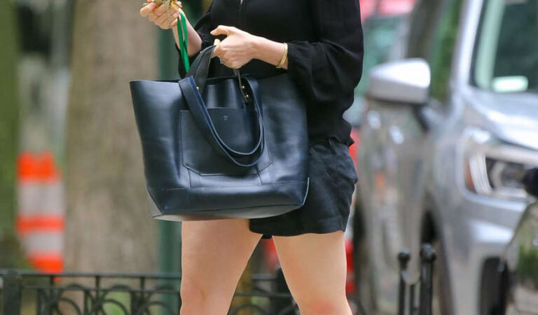 Anne Hathaway Out About New York (7 photos)