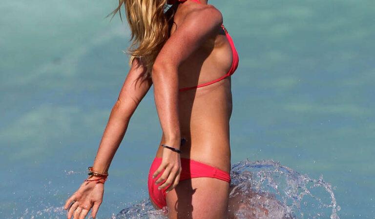 Anne Vyalitsyna Bikini Beach Miami (15 photos)