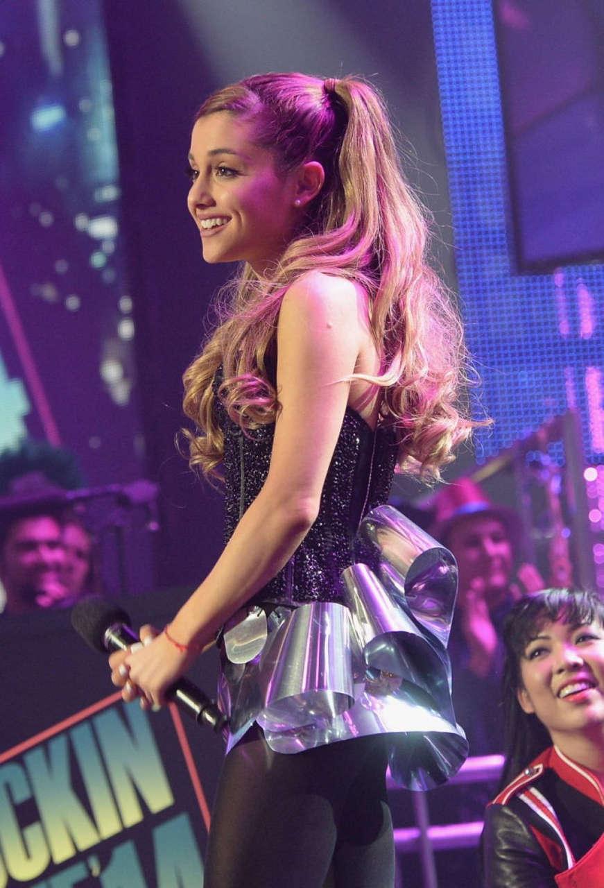 Ariana Hrande Performs Dick Clarks New Years Rockin Eve Ryan Seacrest Los Angeles
