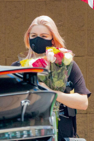 Ariel Winter Buys Flowers Studio City