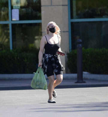 Ariel Winter Shopping Lgrocery Los Angeles