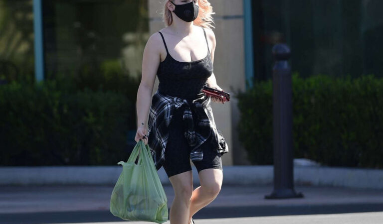 Ariel Winter Shopping Lgrocery Los Angeles (10 photos)