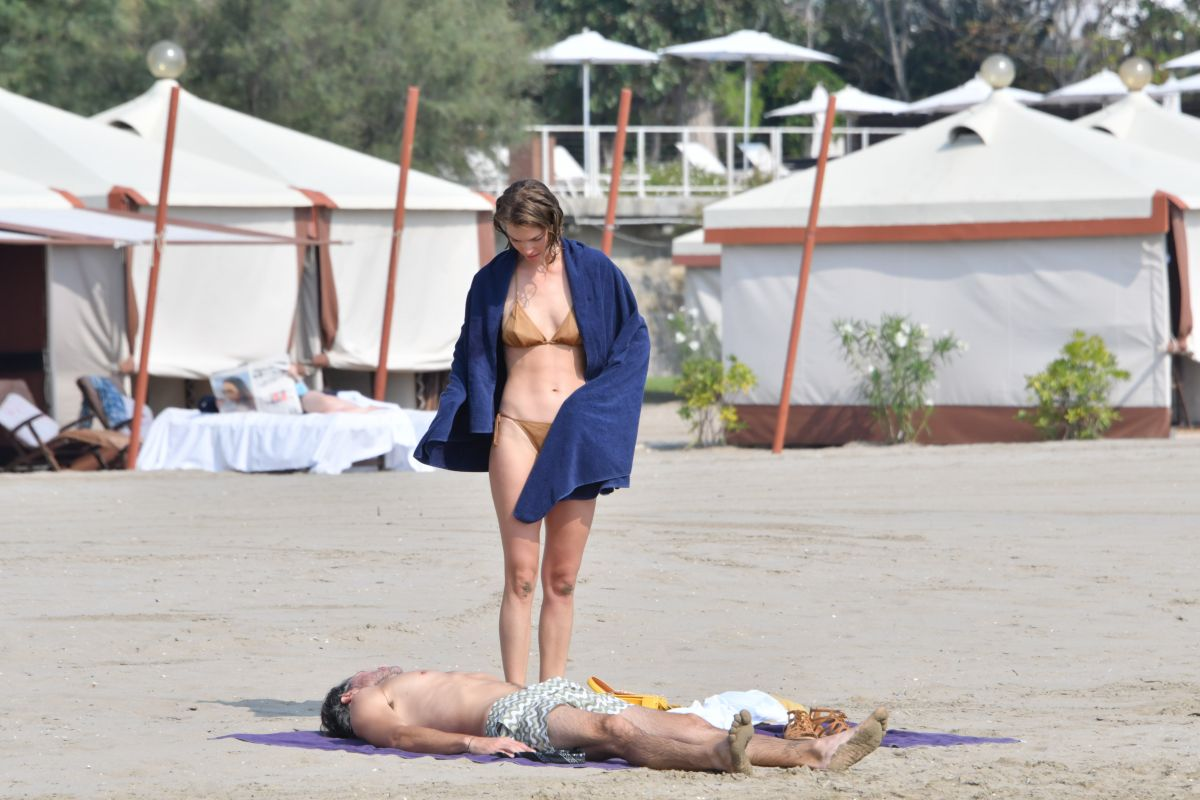 Arizona Muse Bikini Beach Venice