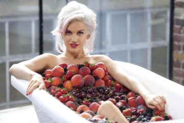 Ashley Roberts Blossom Hills Sun Kissed Red White Wines Promos