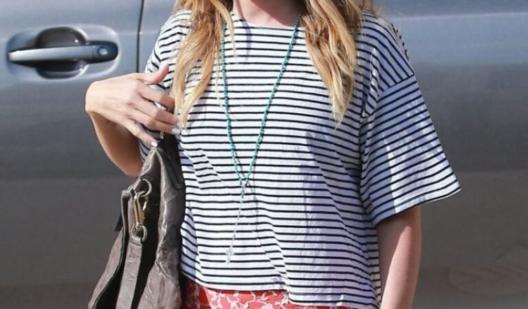 Ashley Tisdale Shorts Out Shopping Beverly Hills (9 photos)