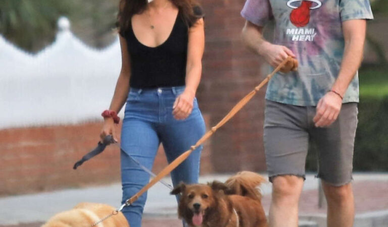 Aubrey Plaza Jeff Baena Out With Their Dogs Los Angeles (10 photos)