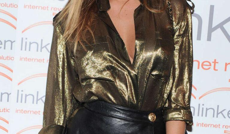 Belen Rodriguez Leggy Candids Short Skirt Linkem Gala Milan (6 photos)