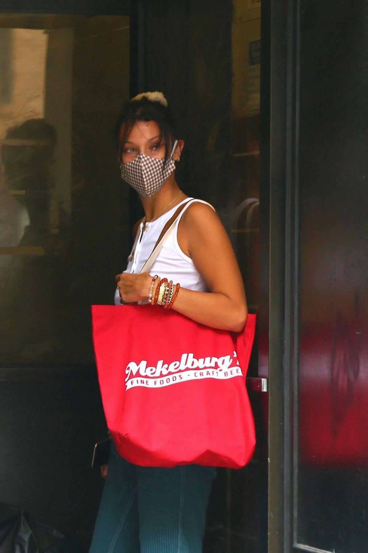 Bella Hadid Arrives Friends Apartment New York