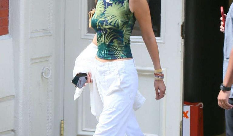 Bella Hadid Leaves Her Apartment New York (16 photos)