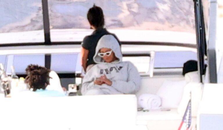 Beyonce Her Husband Jjay Z Boat Ride Hamptons (7 photos)
