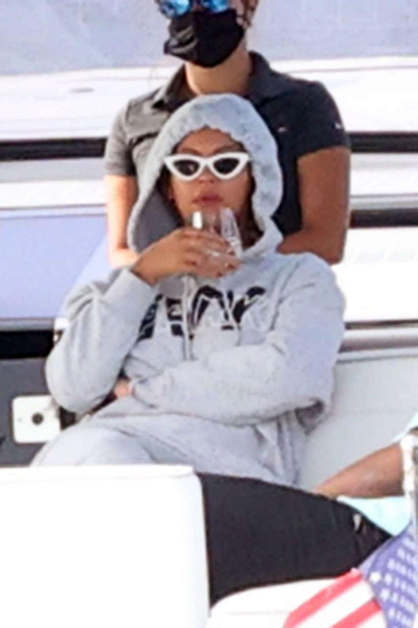 Beyonce Her Husband Jjay Z Boat Ride Hamptons