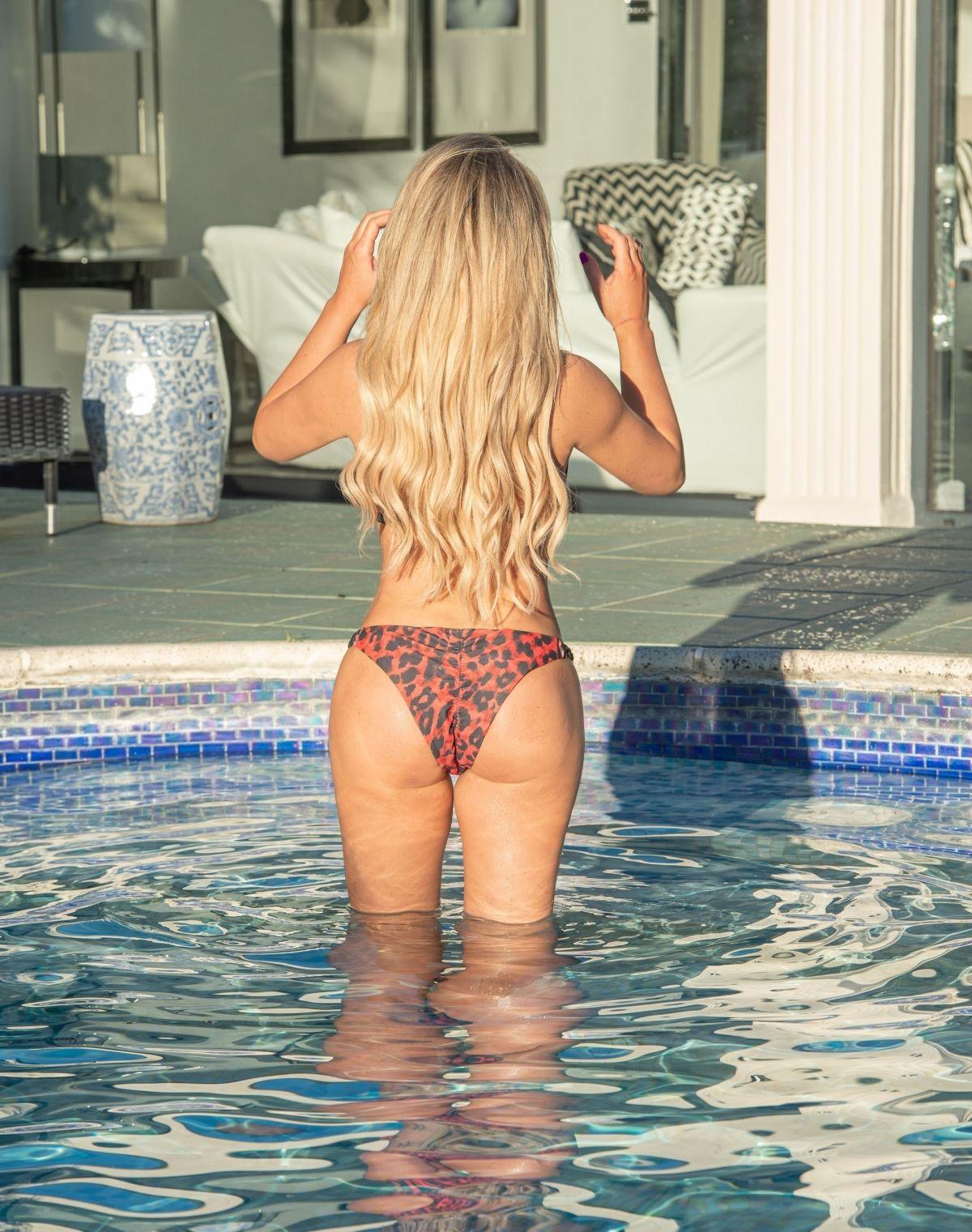 Bianca Gasoigne Bikini Pool Croatia
