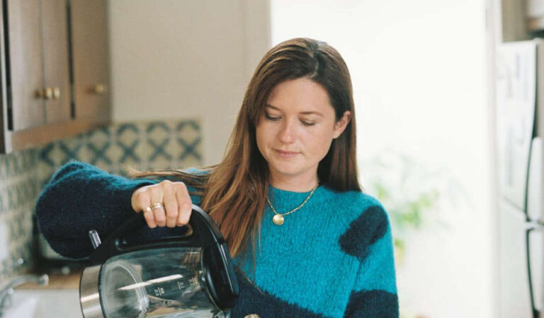 Bonnie Wright Lcanyon Coffee September (9 photos)