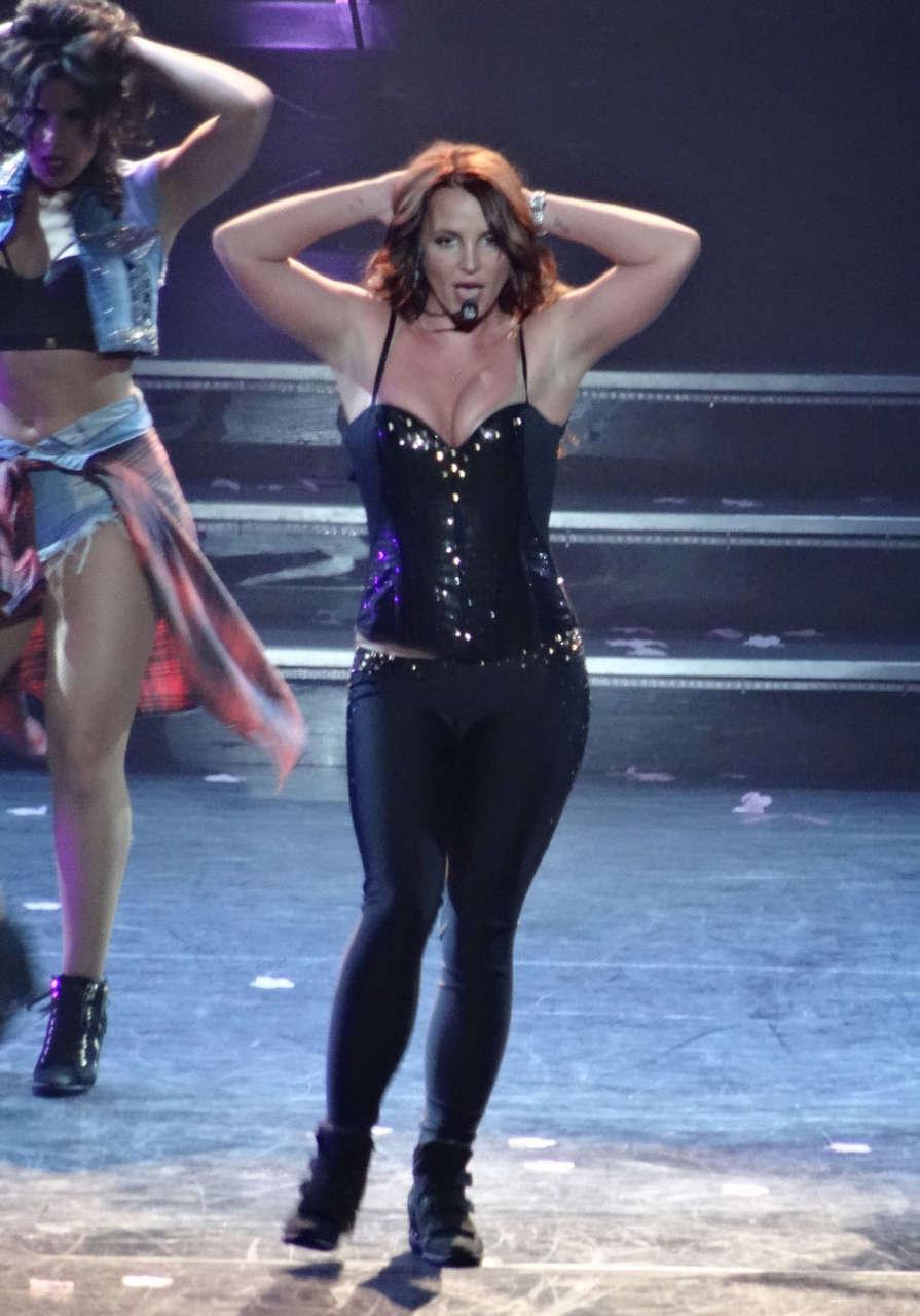 Britney Spears Performs Live Las Vegas