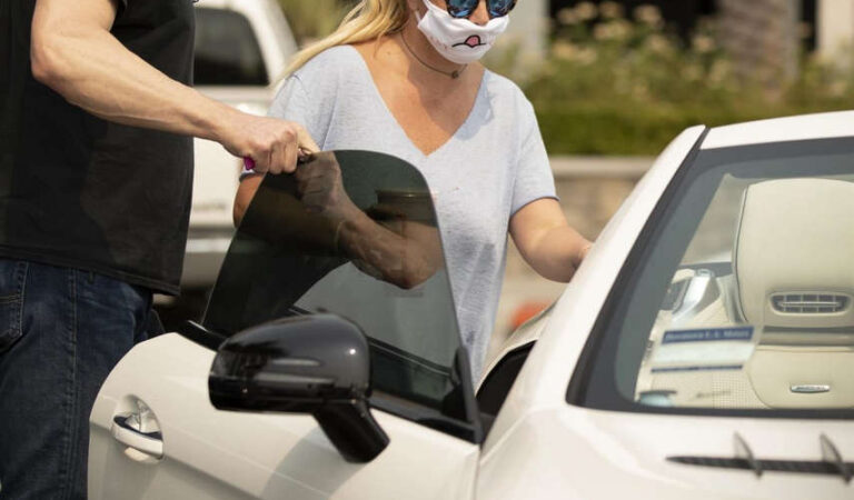 Britney Spears Wearing Mask Out Calabasas (13 photos)