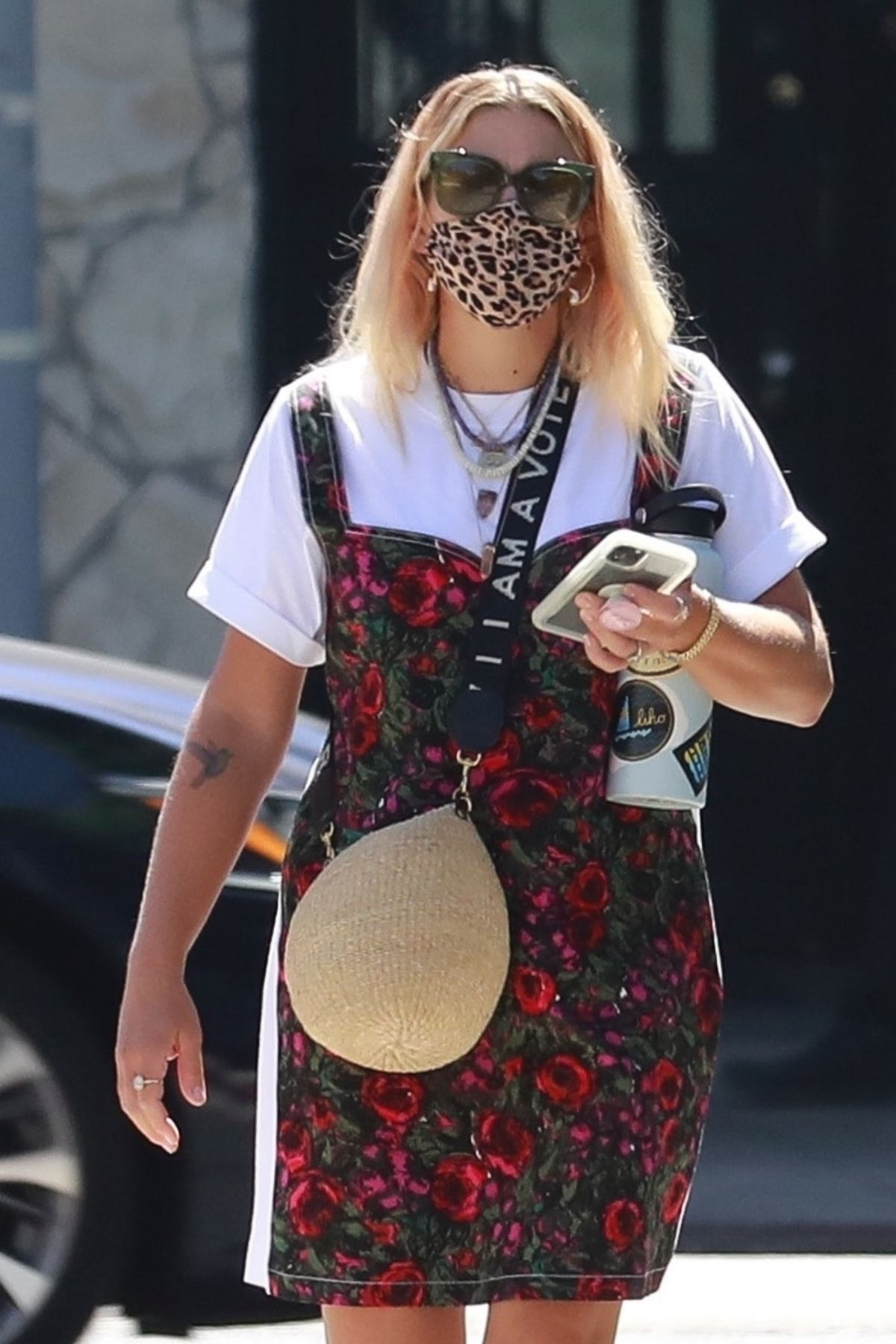 Busy Philipps Out About Los Angeles