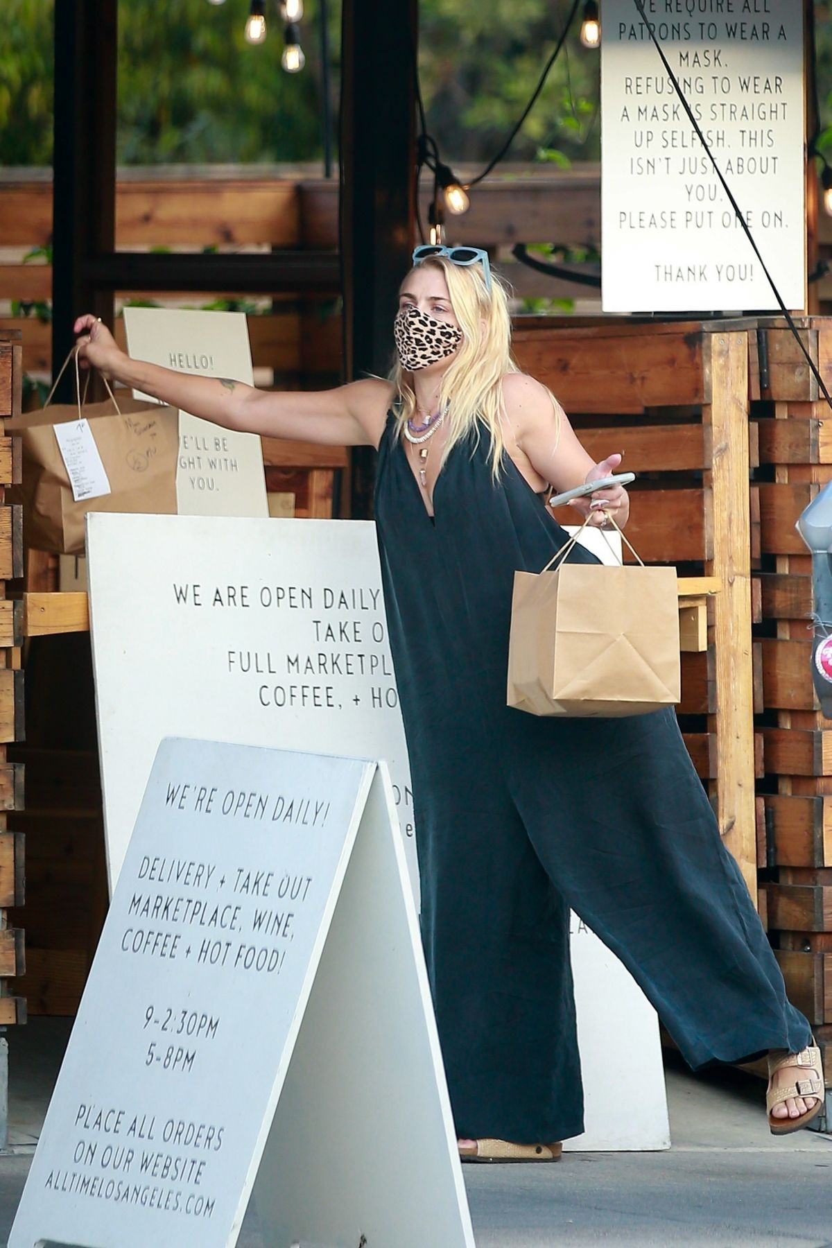 Busy Philipps Picks Up Lunch To Go From California Backyard Los Angeles