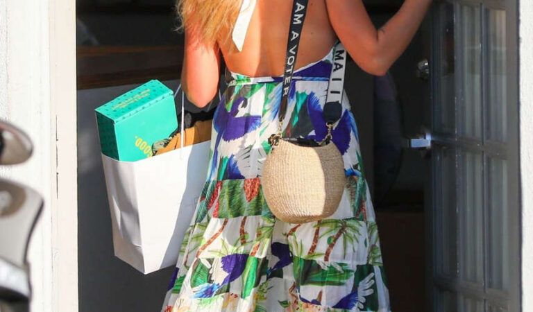 Busy Phillips Leaves Her Stylists Beverly Hills (10 photos)