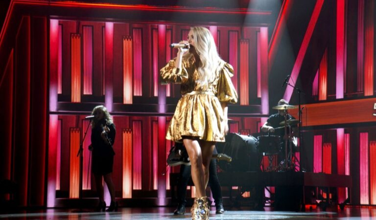 Carrie Underwood Performs 55th Academy Lcountry Music Awards Grand Ole Opry Nashville (6 photos)