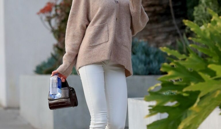 Charlotte Mckinney Arrives Cha Cha Matcha Los Angeles (9 photos)