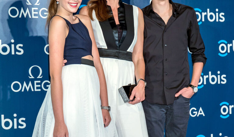 Cindy Crawford Lookalike Daughter Kaia And Son Presley Go Glam On The Red Carpet In Hong Kong See The Sweet Photos (1 photo)