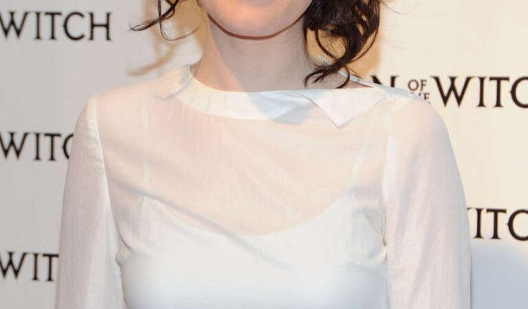 Claire Foy (3 photos)