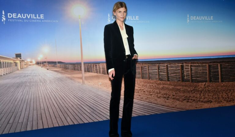 Clemence Poesy Resistance Photocall 2020 Deauville American Film Festival (6 photos)