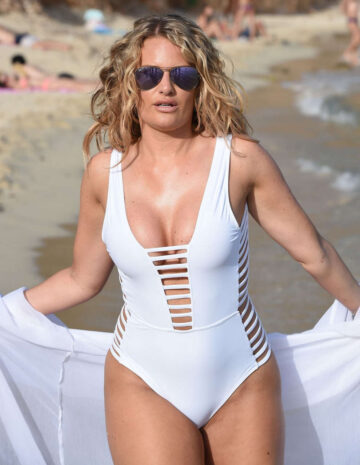Danielle Armstrong Swimsuit Set Of Only Way Is Essex Magaluf Beach