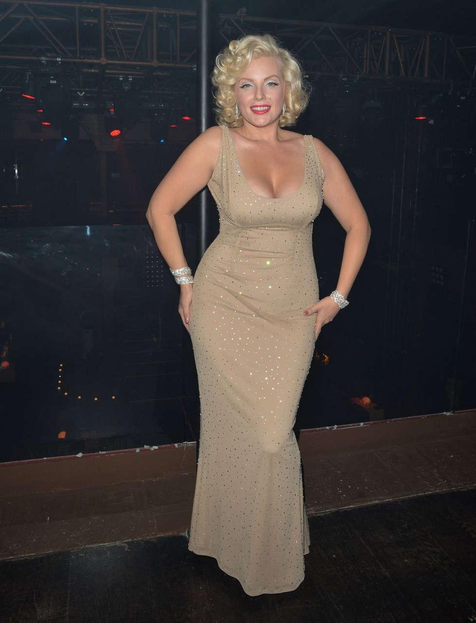 Denise Van Outen After Performace Cabaret Londons Proud Embankment