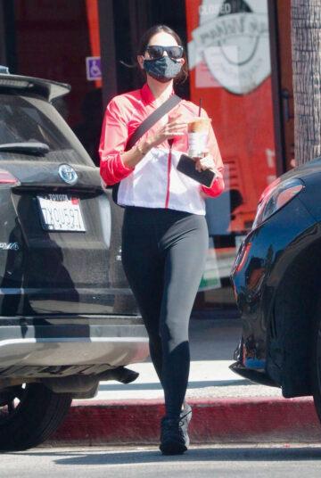 Eiza Gonzalez Leaves Alfreds Coffee Studio City