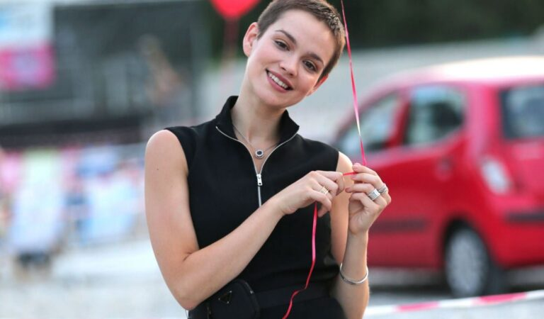 Emilia Schule Hello Again Premiere (7 photos)