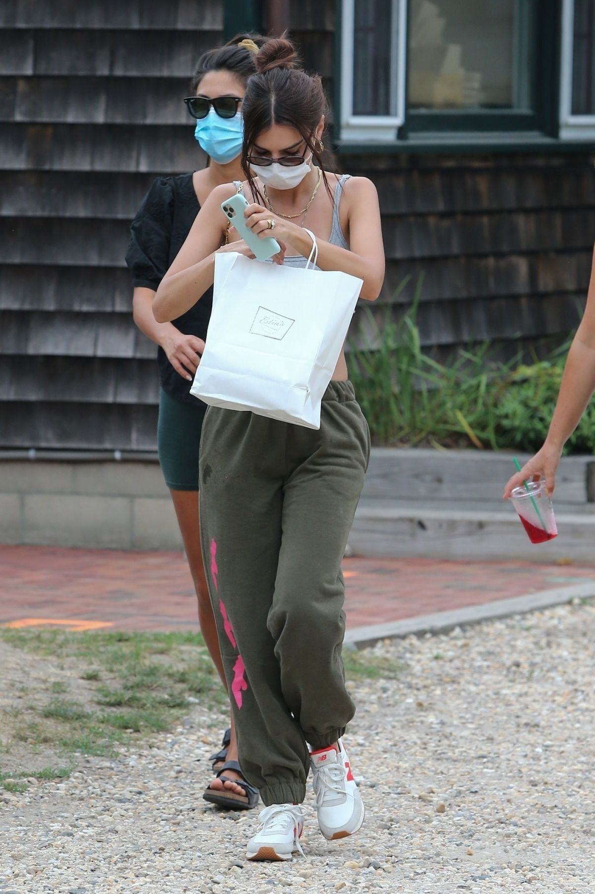 Emily Ratajkowski Getting Take Out Restaurant Hamptons