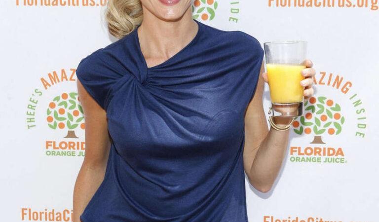 Erin Andrews Forida Orange Juice Tailgate Party (3 photos)